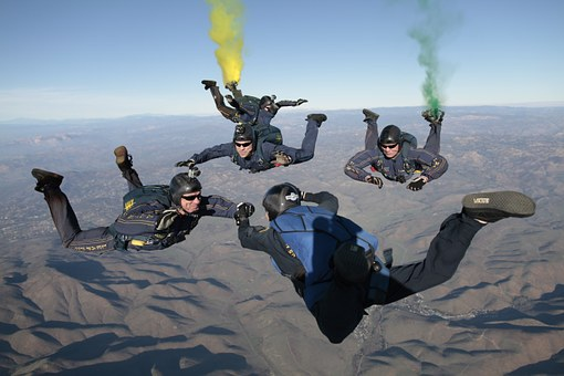 skydiving-603646__340